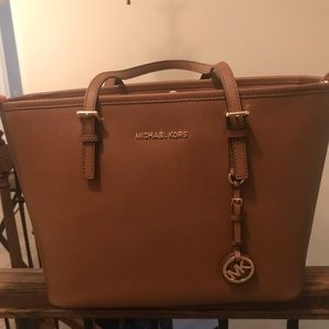 NWT Michael Kors Jet Set Travel Tote in Luggage